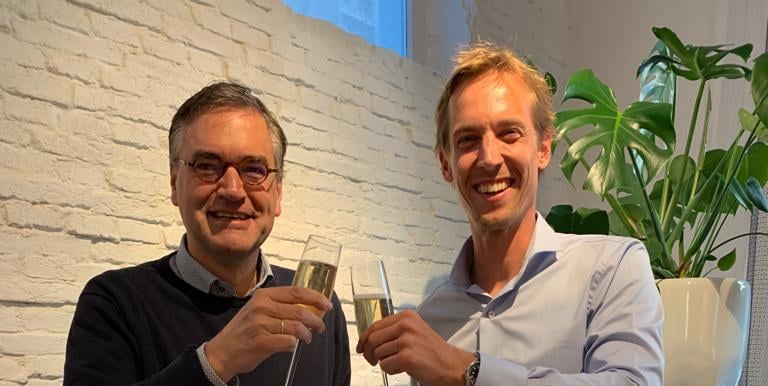 Wout Dekker en Rutger van der Laan proosten op de overname